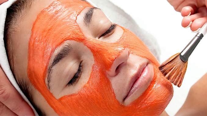 Manchas e cicatrizes da acne: 5 Remédios caseiros - Água de rosas e pó de sândalo