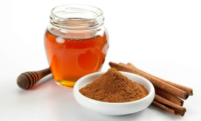 5 Receitas caseiras contra acne e espinhas - canela e mel
